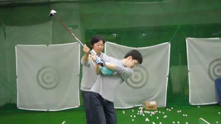 ゴルフアスリートインドアクリニックの特徴やレッスン内容を解説
